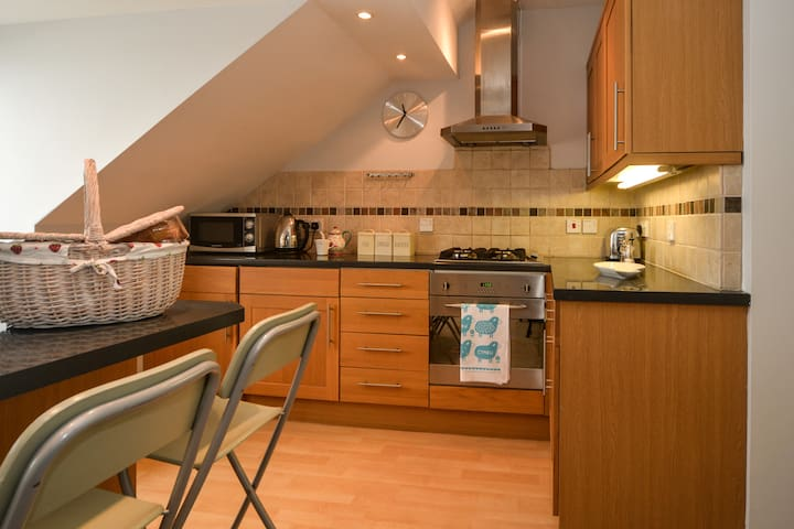 This is the fully fitted kitchen , with washing machine , oven, microwave, freezer
