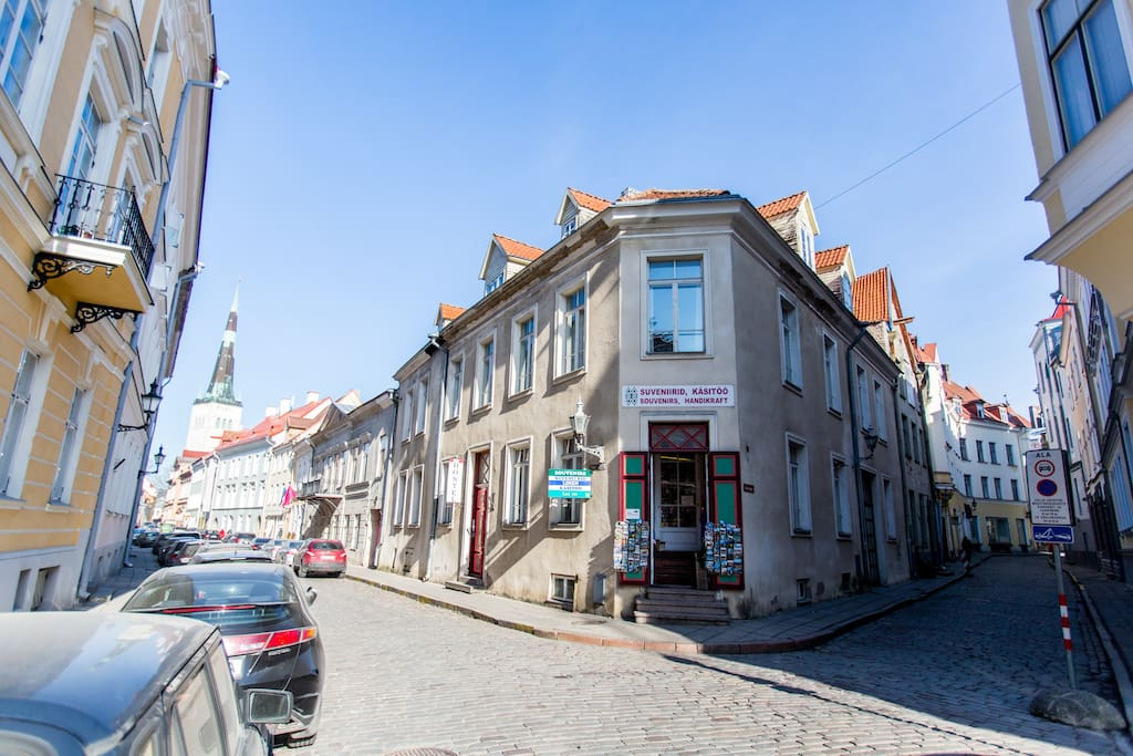 We are located in a beautiful building in the heart of the Old Town, just around the corner of Town Hall Square.