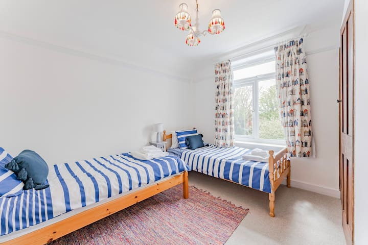 Twin room with two single beds