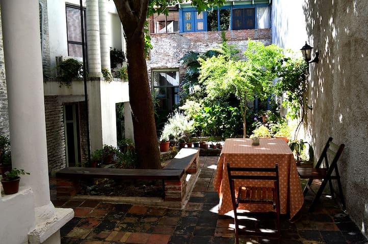 Cozy single room with private bathroom. - Montevideo - Hus