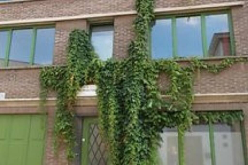 Huis met tuin centrale ligging houses for rent in gent for Huis met tuin gent