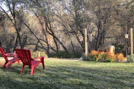 We have a comfortable fully furnished private guest room with a twin bed,  small refrigerator and WiFi. Our home is located in a peaceful setting on a greenbelt where you can relax, 5 minutes from I-5 and 4.5 miles from Bethel Church.