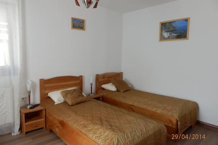 #2 twin room - Curtea de Argeș - Bed & Breakfast