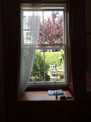 Peaceful home close to city centre