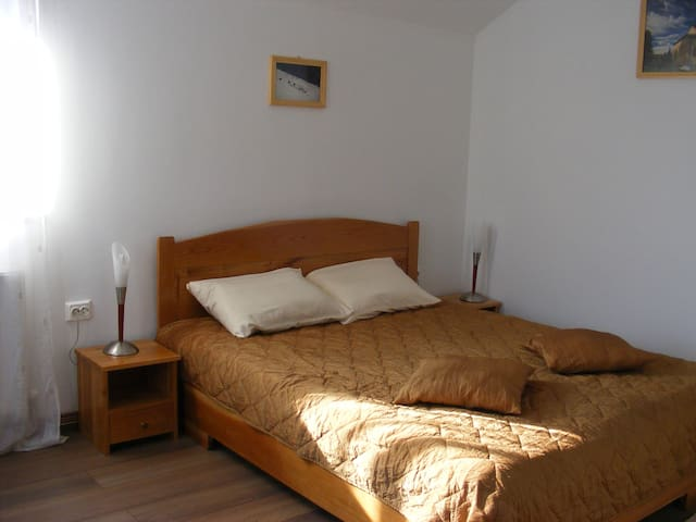 #4 double room - Curtea de Argeș - Bed & Breakfast