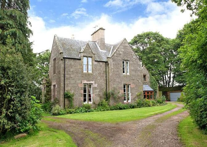 Aberdeenshire Mansion - Aberdeen - House