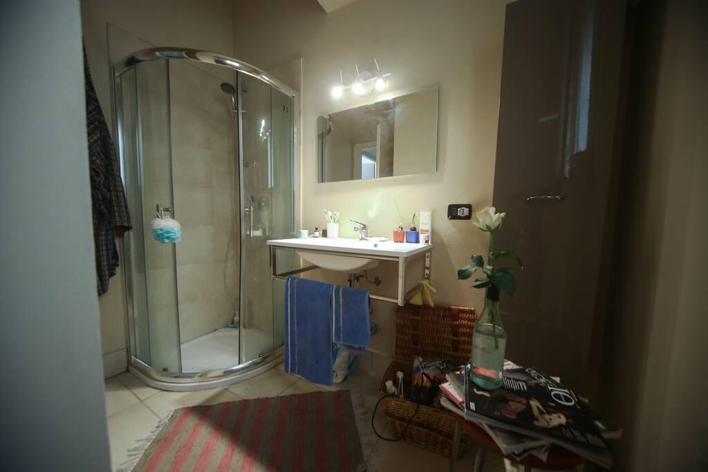 room 2| toilet