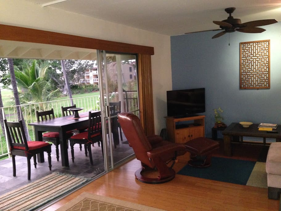 Indoor/Outdoor living - sliding doors to the lanai.