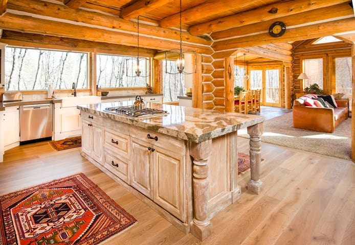 Luxurious Log Cabin - Sundance - Kabin