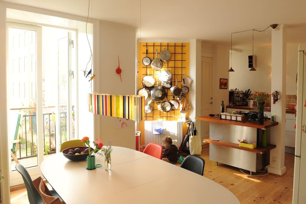Küchen-Allrum mit Kochinsel