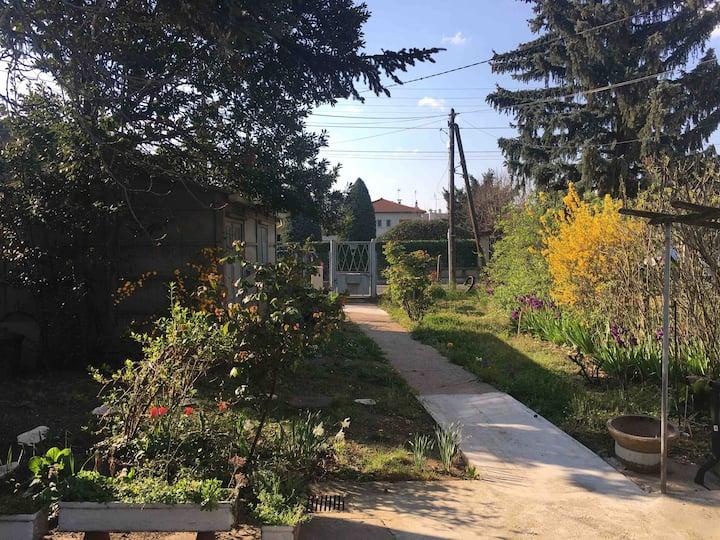 Lyon Chambre privée maison jardin Tram T4 métro D