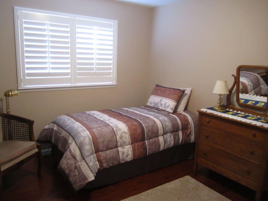 Cozy Comfort Guest Room!