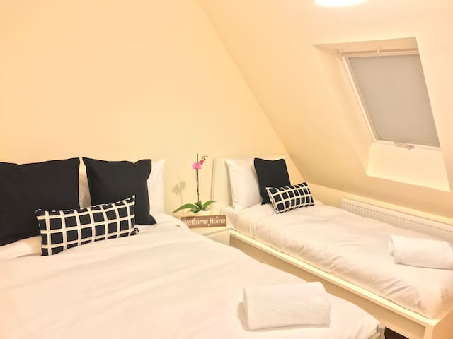 London Heathrow Airport Rooms  R.C. 2 by C&P