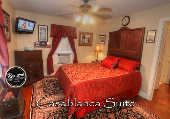Casablanca Room with Micro-Kitchen at Rosevine Inn