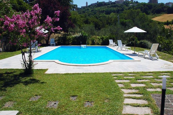 Villa tra le colline marchigiane - Montegranaro - 別墅