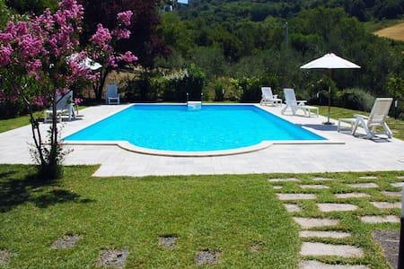 Villa tra le colline marchigiane - Montegranaro - Vila