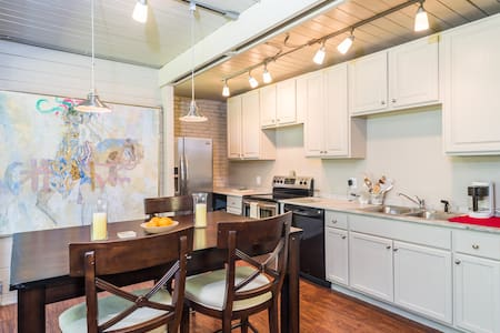 Apartment in Luxury Tropical House - Wilton Manors