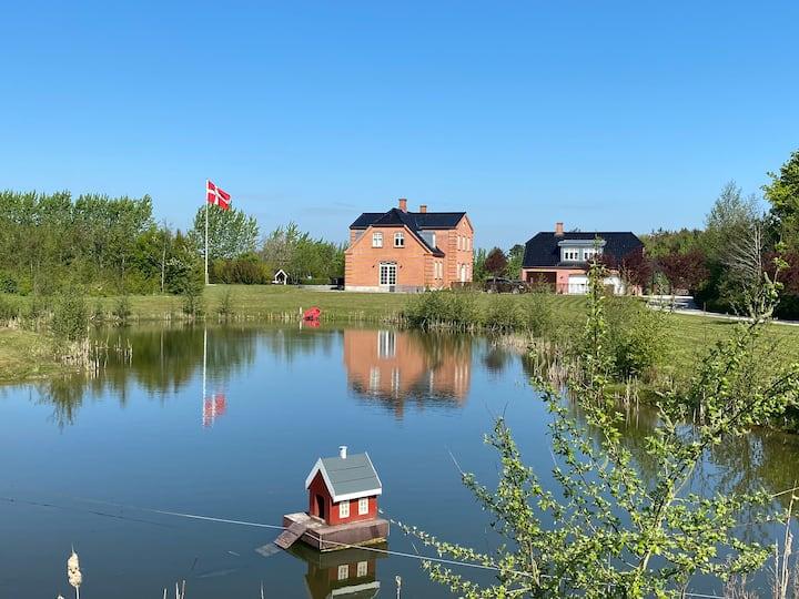 Liebhaverejendom på Midtfyn med egen sø