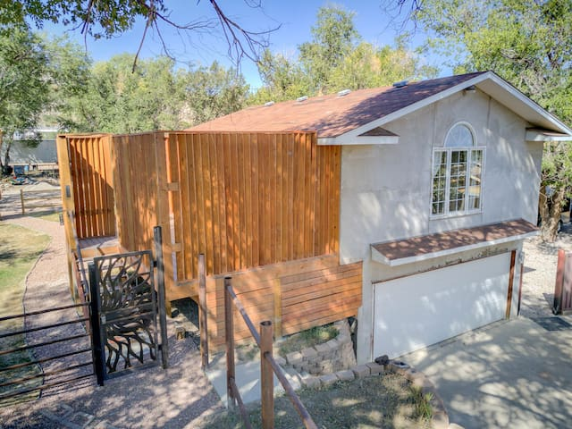 Red Rock Canyon Retreat - Backs to 1476 acre park