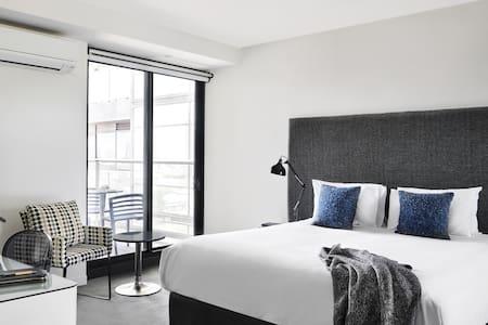 Punthill South Yarra - Studio Apartment