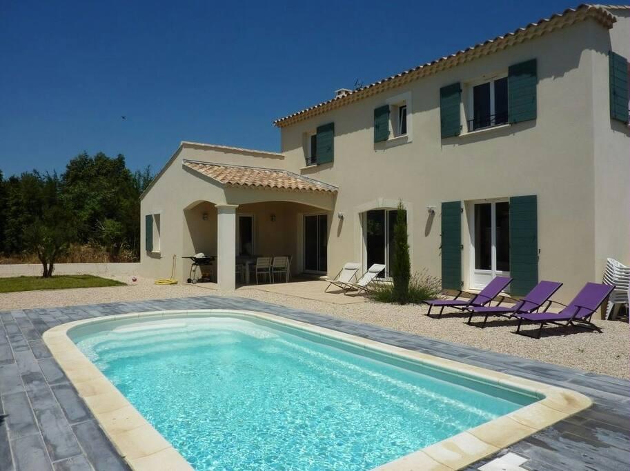 Villa neuve piscine 15 mn avignon maisons louer for Piscine rochefort