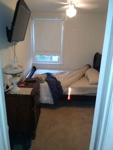 Cozy & Quiet Room2 in NE Philly Next to Park