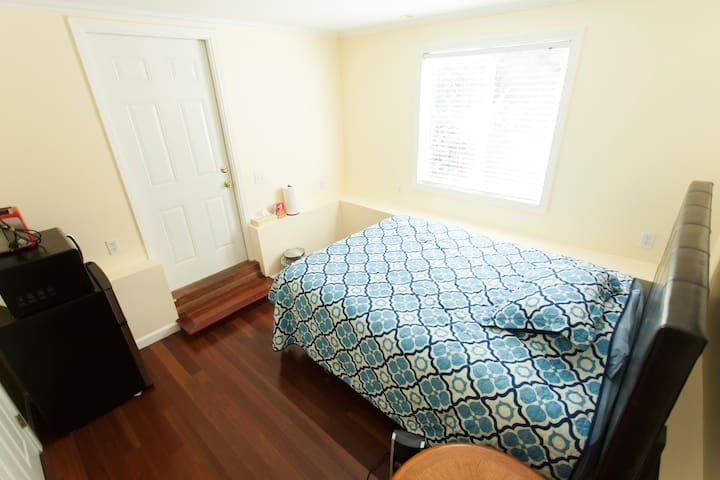 Lovely Quiet Studio nr Bart, SF, SFO, Free Parking