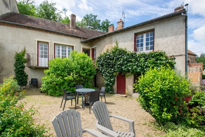 Beautiful Holiday Home in Hérisson with Private Garden