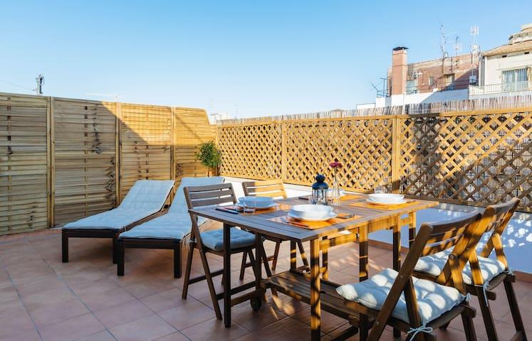 Terraza de 20 m2, soleada y con vistas a la Sagrada Familia