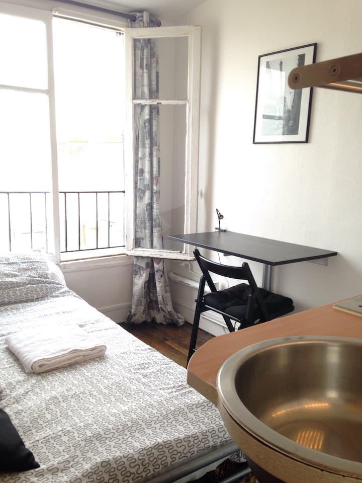 Very Cozy studio in Montmartre