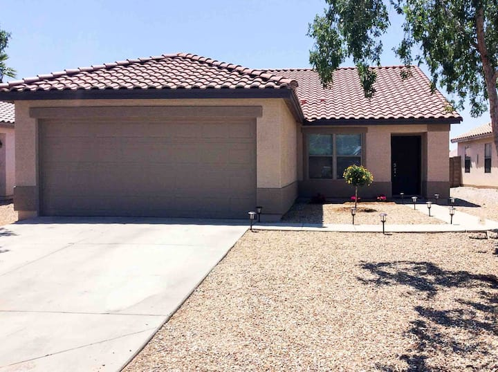 Beautifully remodeled home in Surprise AZ 3BD, 2BA