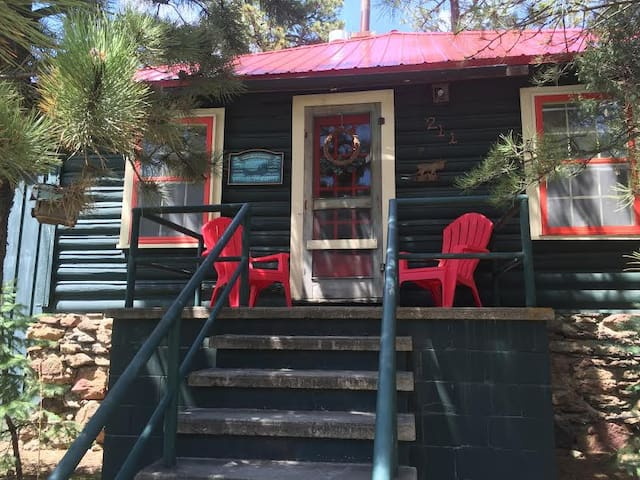Cabin on Large lot walk to downtown - Estes Park - House
