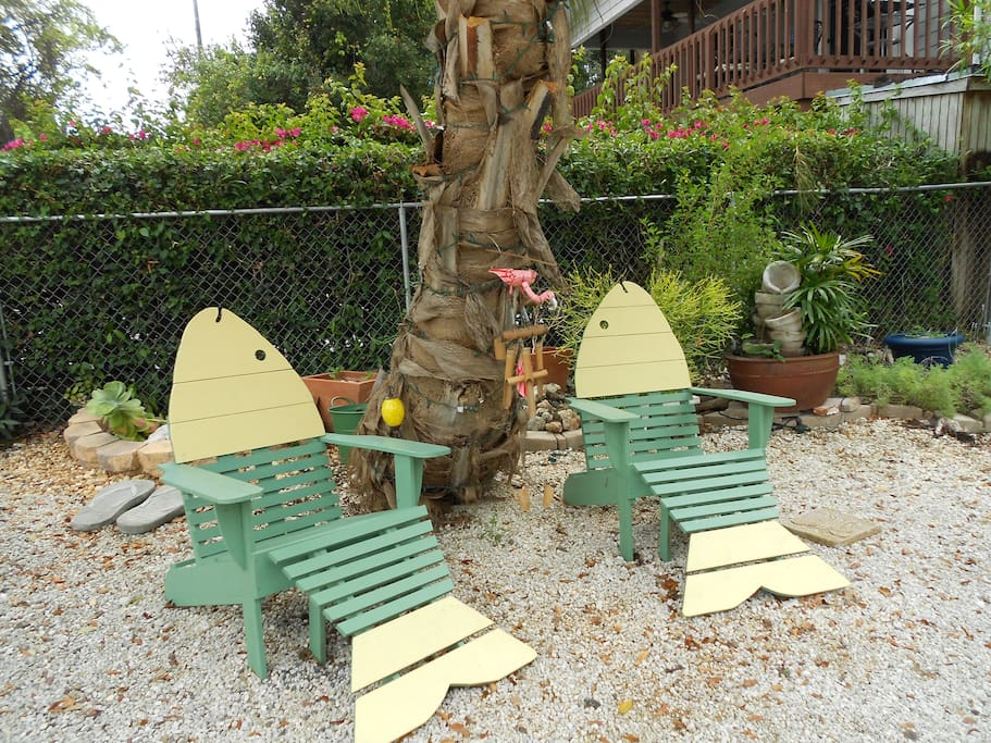 Zen Garden with Fish Lounge Chairs in Front Yard
