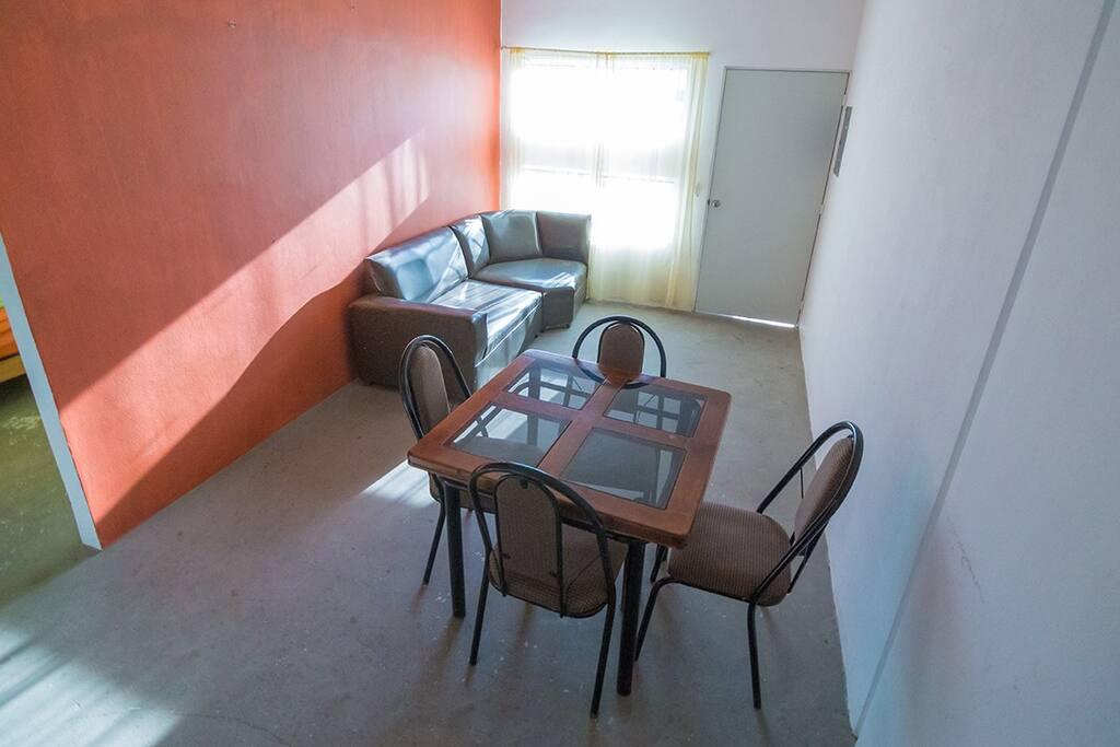 Sala y comedor. Livingroom and table.
