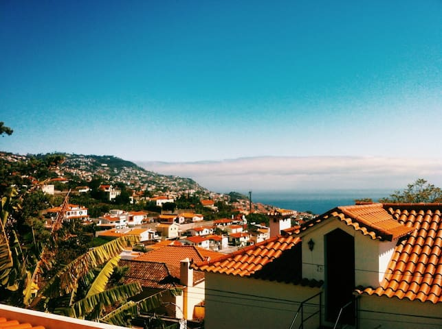 CHARMING BAY-VIEW VILLA - FUNCHAL