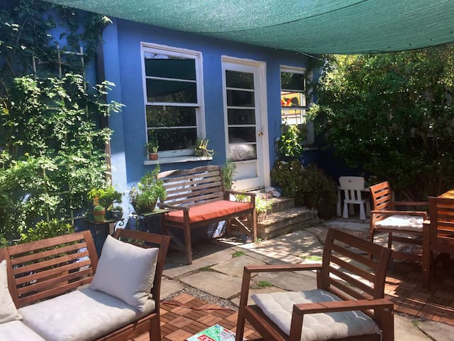 Cozy garden guest house - Los Angeles - House