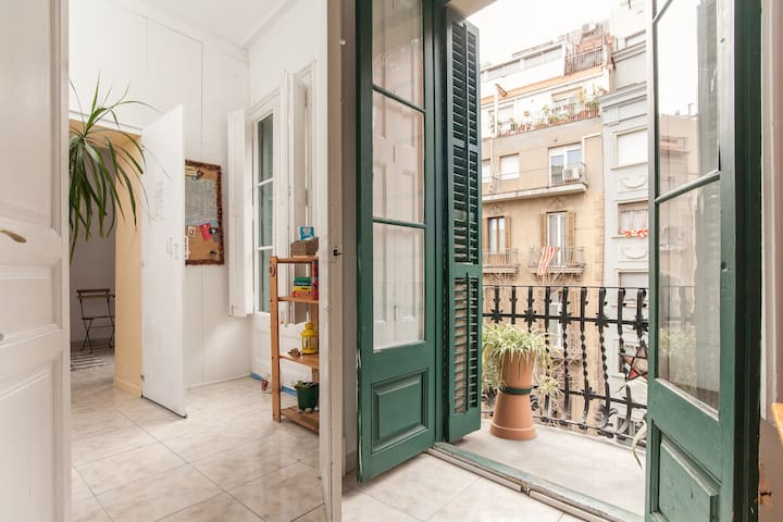 DOUBLE ROOM INDEPENDENT + BALCONY - Barcelona - Apartamento