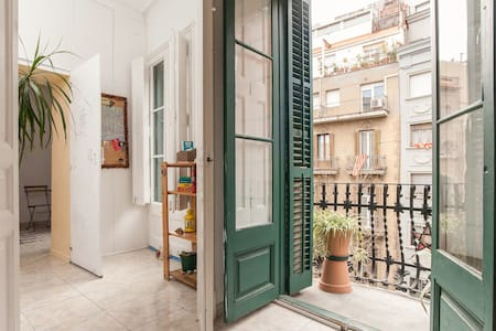 DOUBLE ROOM INDEPENDENT + BALCONY - Barcelona