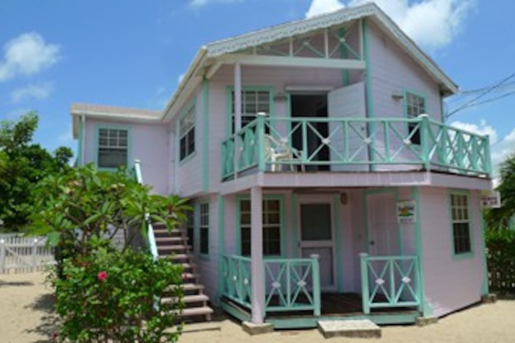 A cozy 3bd to stay in #Placencia at EASY LIVING. Well located on our famous sidewalk, center of #PlacenciaVillage, walking distance to all.... comfy, AC, Kitchen, TV. ...