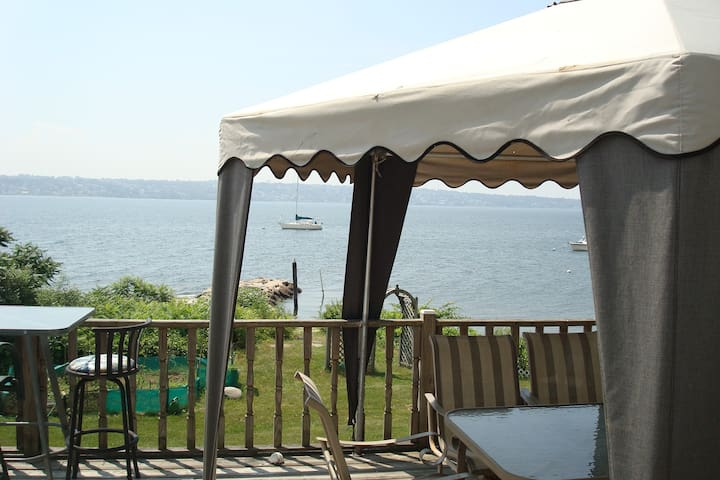 Beachfront Destination  - Tiverton - Casa