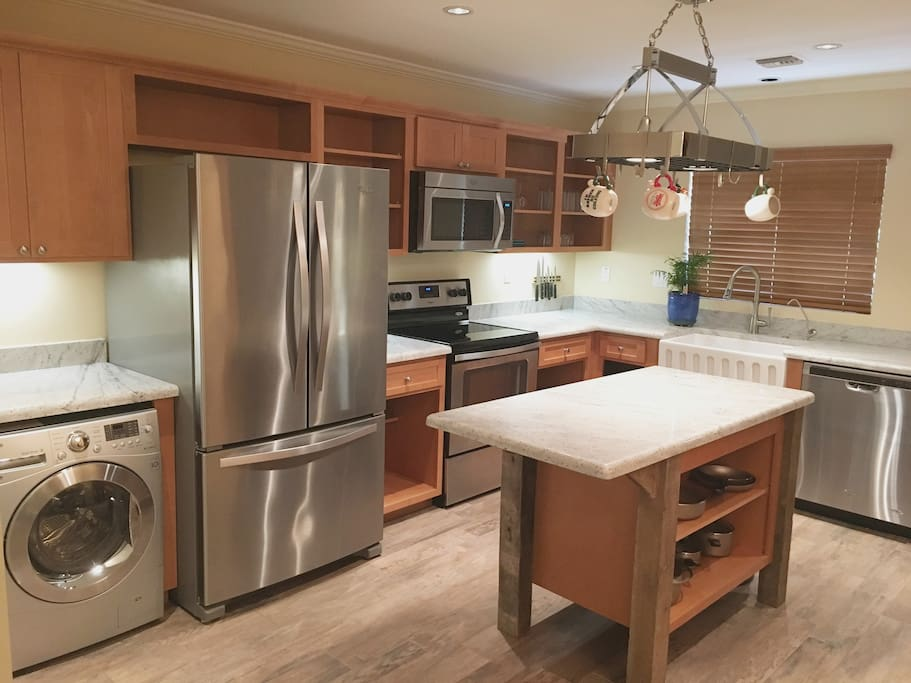 Brand new appliances, granite counter tops with full kitchen and service for 12.