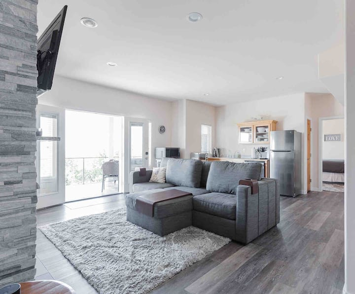 Barkley remodeled 2 bedroom with gorgeous views