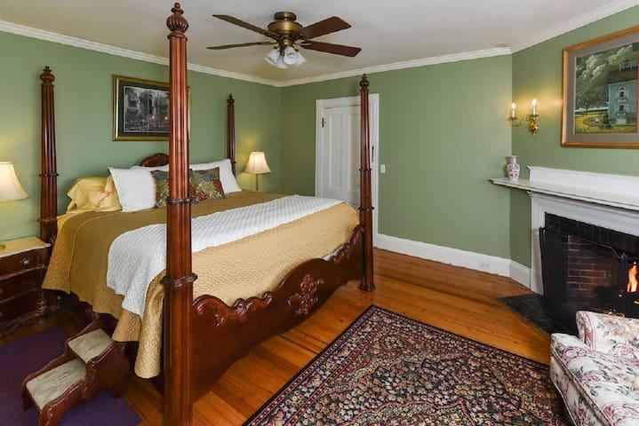 Harbor Suite - The Saltair Inn Waterfront Bed & Breakfast