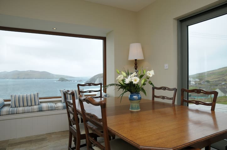 Wake up to the sound of the sea - Walk to beach - Dingle - Hus