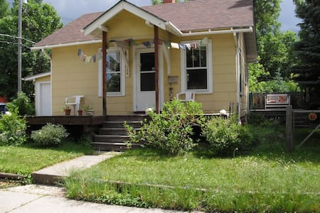Cute bungalow in beautiful historic district - Bozeman - Casa
