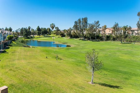 GOLF COURSE VIEW - 4 BD 1700 SQ FT - Placentia - Huis