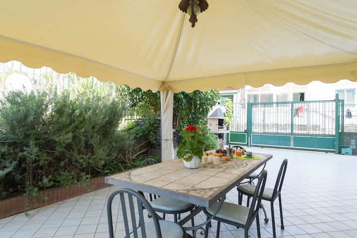 HOLIDAY HOUSE NEAR VESUVIO - Torre del Greco - Appartement
