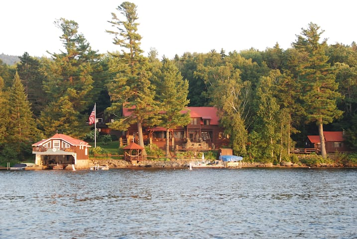 3 BD Boathouse in Adirondacks! - Speculator - Hus