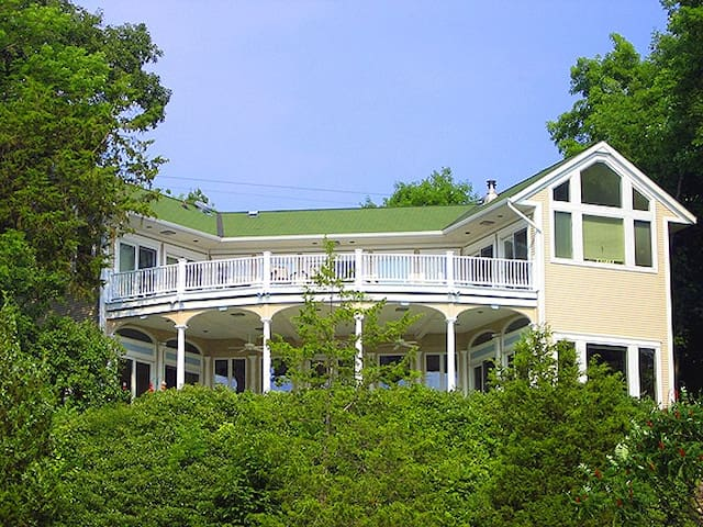 Gorgeous Lakefront Home-New Listing - King Ferry - House