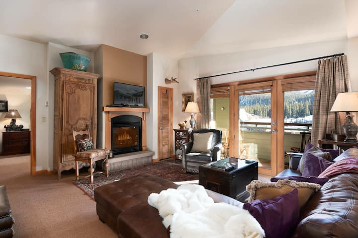 TONS Of Room | 3Bd Townhome | Ski In/Ski Out | Base Area Bliss!